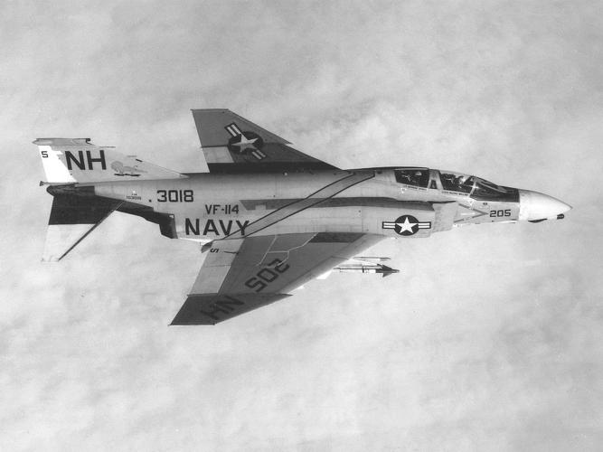 F-4B_Phantom_II_of_VF-114_over_Vietnam_in_1968