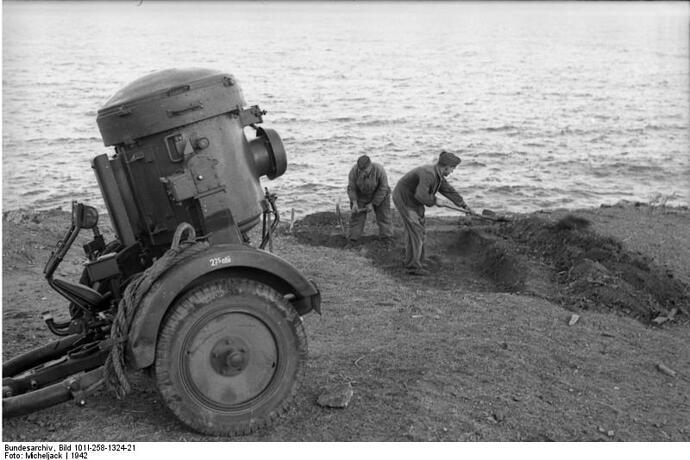 Bundesarchiv_Bild_101I-258-1324-21,_Südfrankreich,_Flak-Stellung_an_Küste