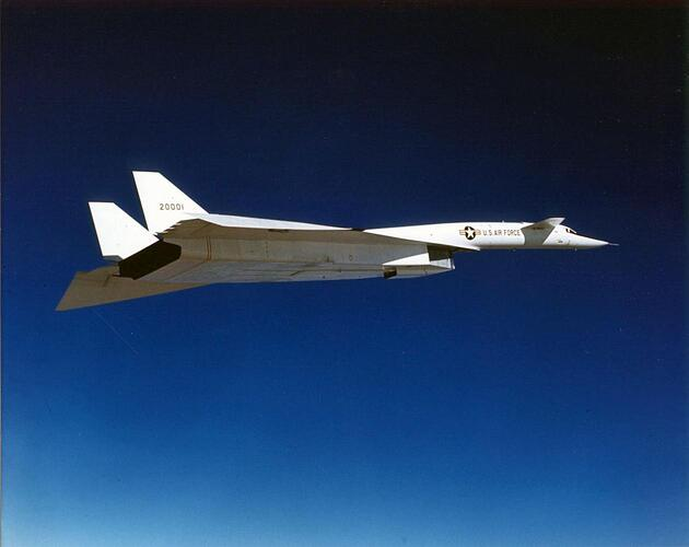 1280px-north_american_xb-70a_valkyrie_in_flight_with_wingtips_in_25_percent_transitional_drooped_position_061122-f-1234p-020