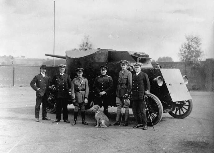 Pierce-Arrow_armoured_lorry_with_British_and_Russian_officers
