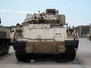 Bradley_M2A2_AIFV_tracked_armoured_infantry_fighting_vehicle_United_States_American_US_Army_front_side_view_001